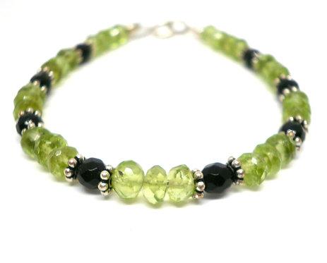 Kila Design, Armbånd med peridot, sort onyx og sterlingsølv beads (925)
