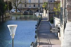 le-canal-des-tanneurs-à-Dole-à-côté-de-la-maison-natale-de-Louis-Pasteur