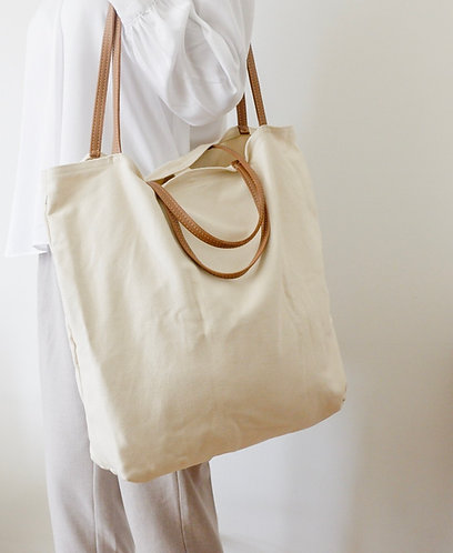 Classic Holiday Tote.