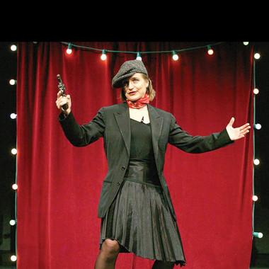 Una scena dello spettacolo I primi 100 anni di Edith Piaf