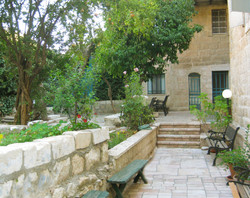 courtyard &garden