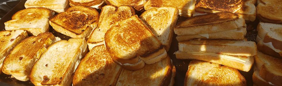 Gooie grilled cheese sandwiches