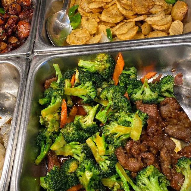 Beef w. broccoli, fried potatoes.jpg