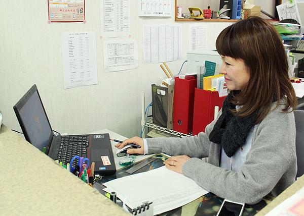 青山新聞店事務