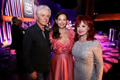 Larry, Ashley and Naomi Judd_Derrek Kupi