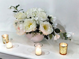 Timesless and fresh white floral centrepiece