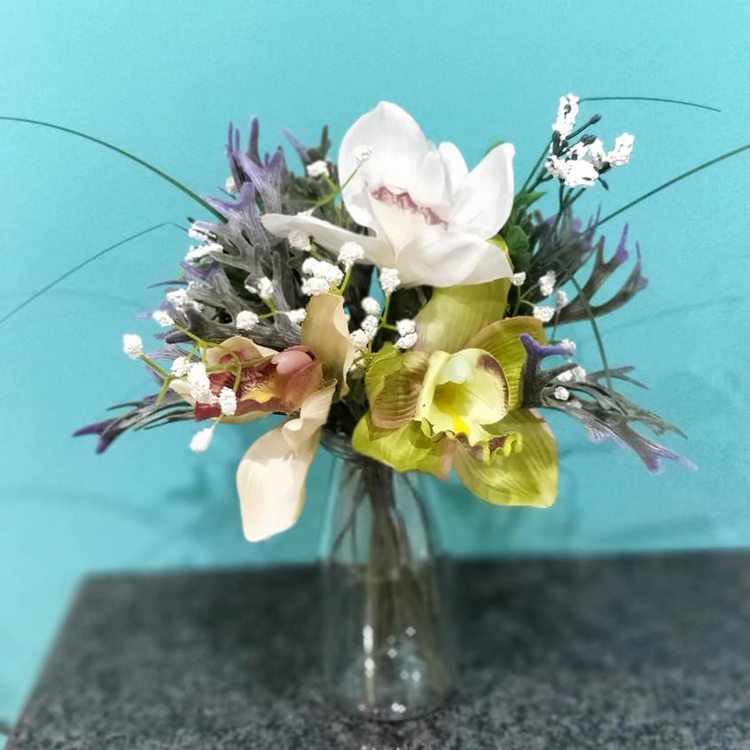 Mini vase arrangement