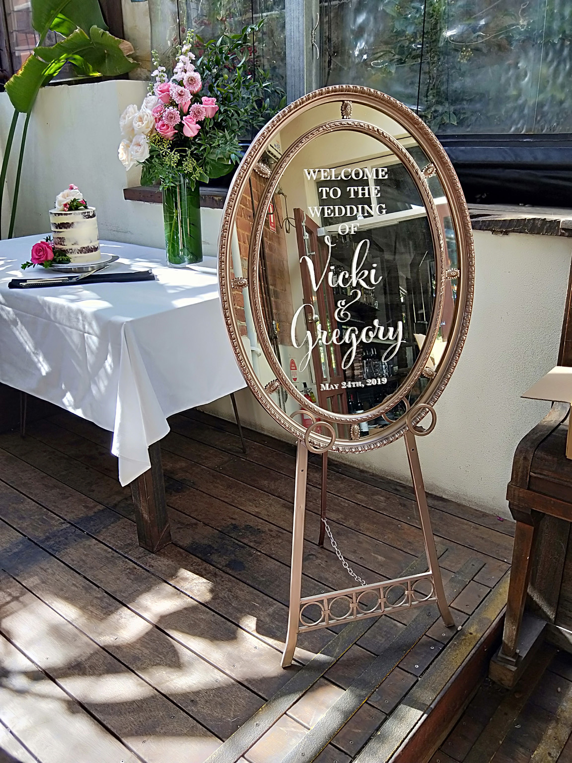 Oval Mirror Welcome Sign rdc