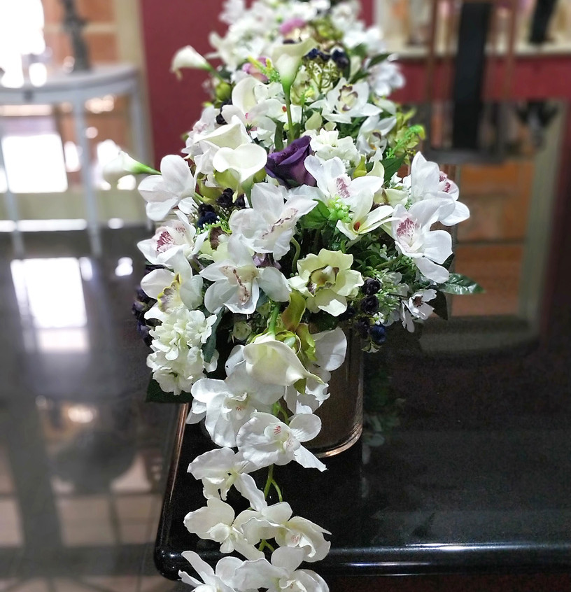A garland of white orchids