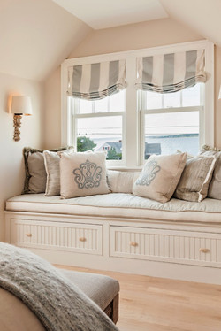 window seat with roman shades