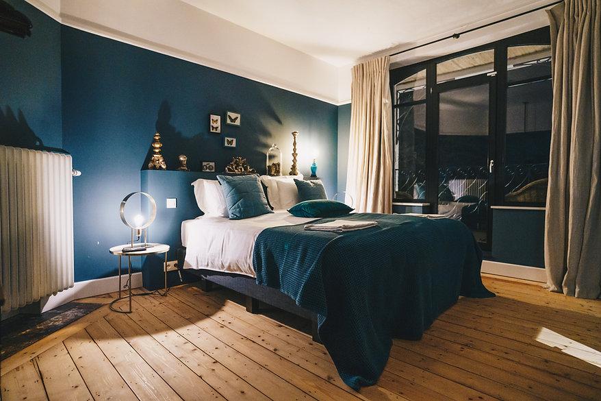 Chambre de luxe décorée et aménagée avec style. Décoration et univers unique