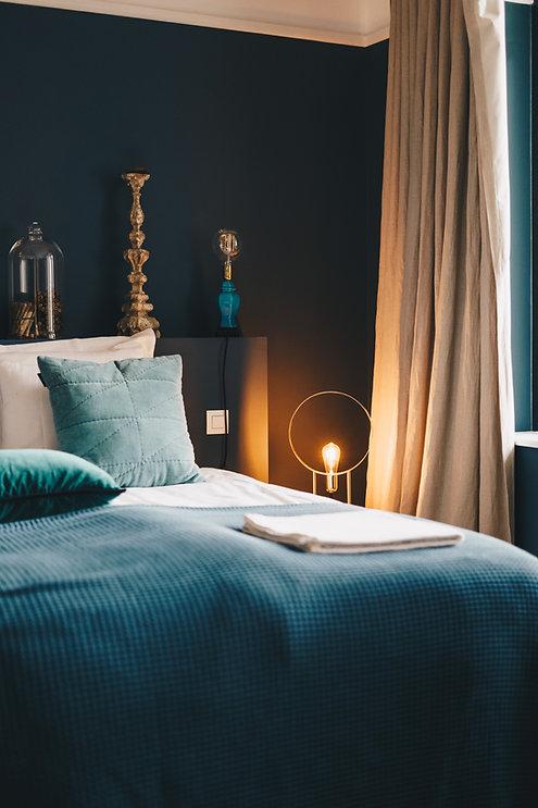 Chambre aménagée avec style
