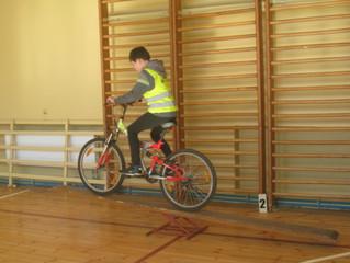 """Jaunieji dviratininkai meistriškumą išbando """"Saugiame rate"""""""