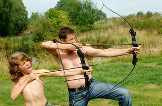 Vater und Sohn Pfeil und Bogen
