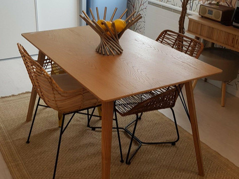 table salon.jpg