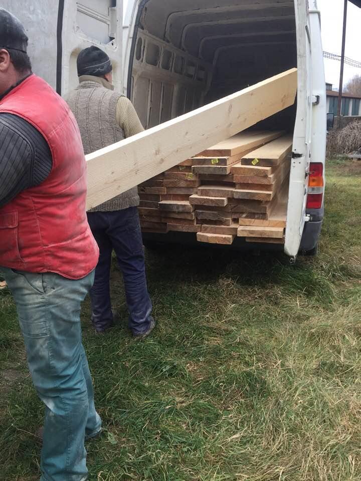 Descente du bois du camion
