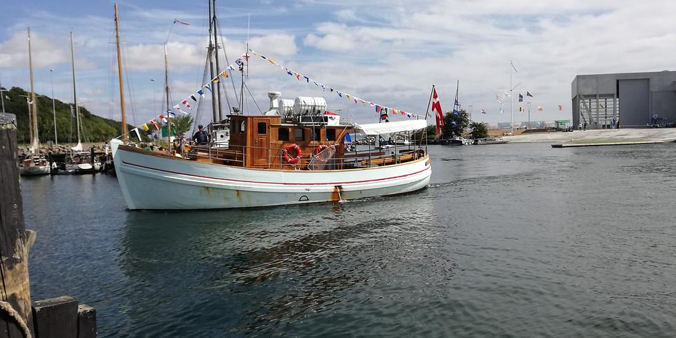 Søndags sejlads på Aarhus Bugten samt havnerundfart med guide
