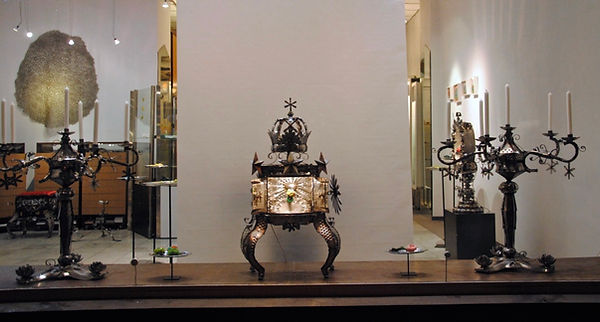 AURA Galerie V+V Front.jpeg