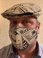 I. Nabiddo Kappe+Maske Newspaper getrage