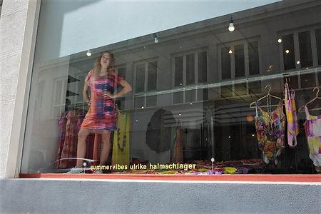 Bild Luisa mit Kleid Ulli Halmschlager.jpg