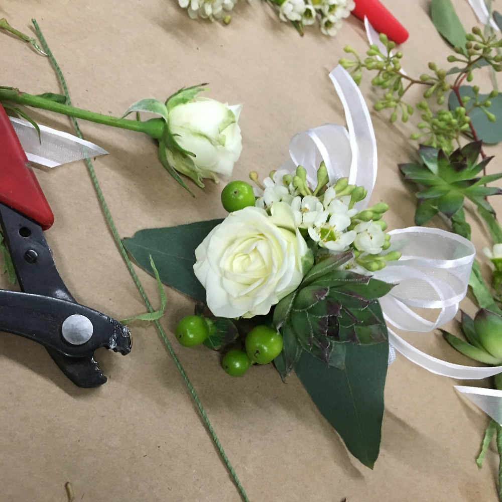 wedding flowers DIY, corsage flowers, boho wedding