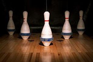 220px-5-pin_bowling_pins_(4177654894).jp