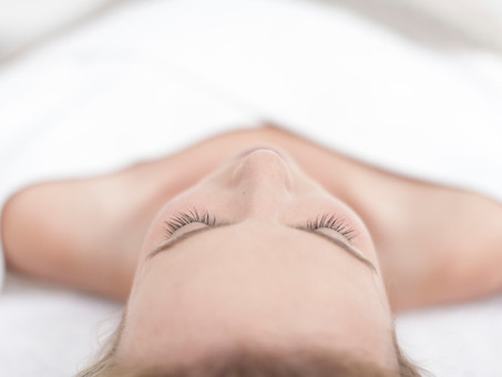 Fingertips And Beauty: How To Become A Fully Qualified Beauty Therapist.