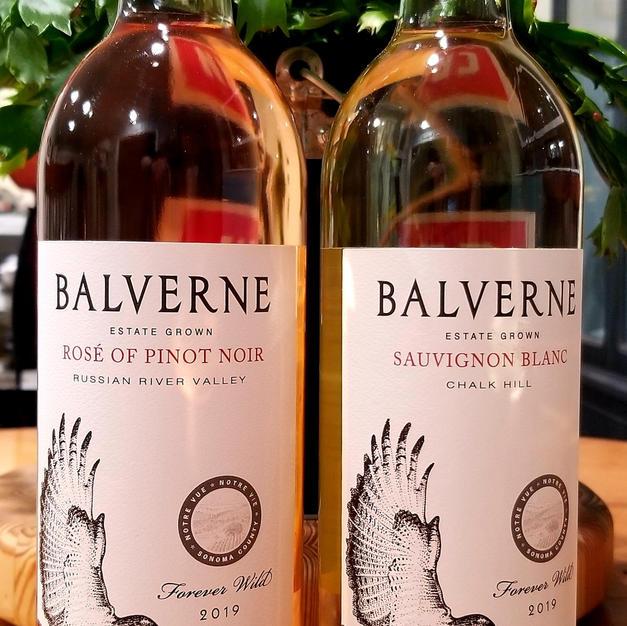 Notre Vue Wine Couplet
