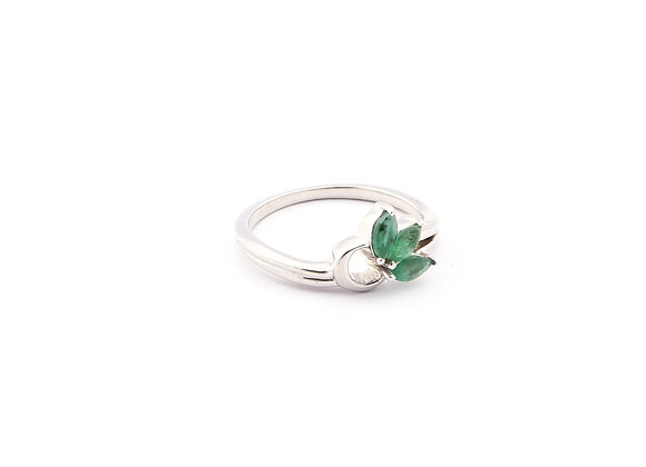 Special Shaped Shank Ring With Emeralds in 925 Silver