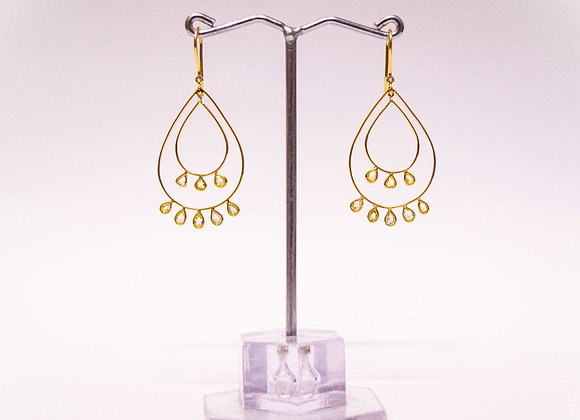 18K Gold Diamond Earring with a sleek oval