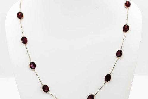 Elegant garnet necklace