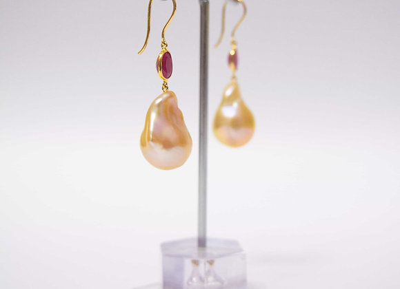 18K Gold Earring with Ruby and Pearl