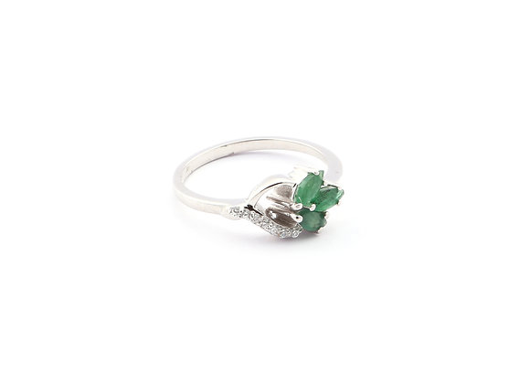 Leaf Style Emerald Ring in 925 Silver