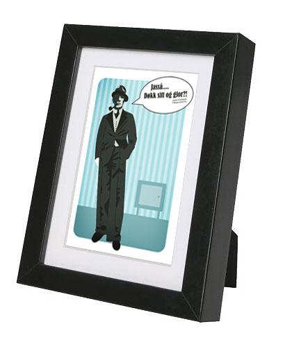 mann-i-dress-plakat-ramme-sort.jpg