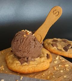Cookie mit Eis und Spoonie
