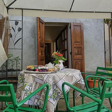 gazebo giardino colazione
