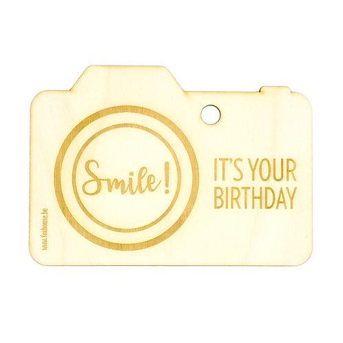 Houten wenskaart 'SMILE, It's your Birthday'