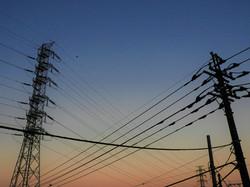 有限会社宇佐電設は創業より学校・工場・病院などの電気設備工事から保守まで、宇佐市を中心に現場の施工、管理、アフターサービスまで行っている会社です。