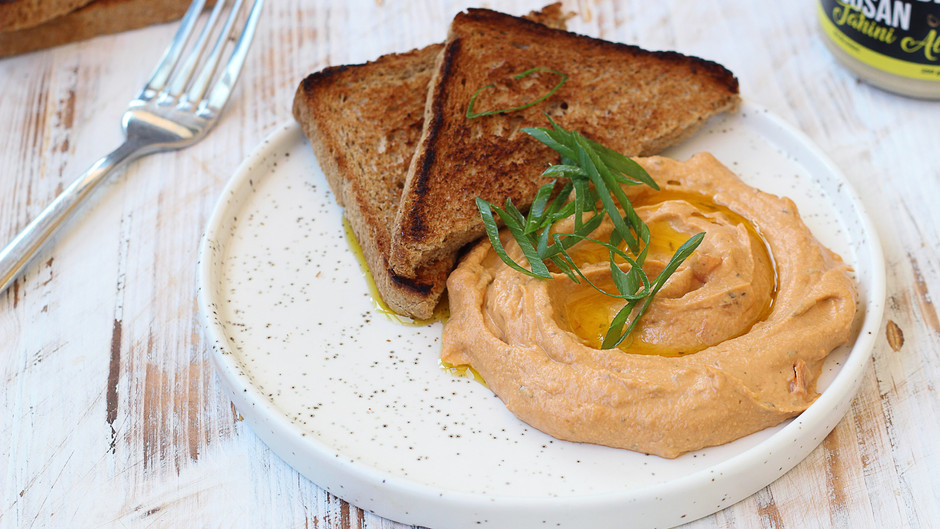 Hummus de linte cu roșii coapte