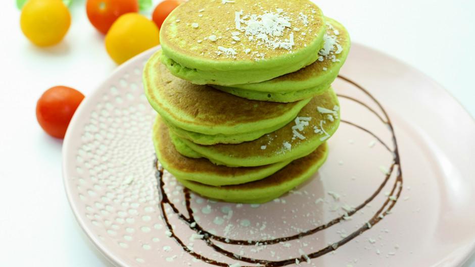 Clatite cu avocado si spanac