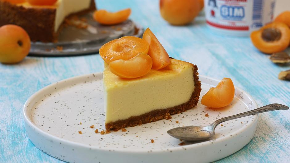 Cheesecake cu smântână și caise