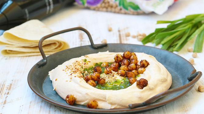 Humus cu usturoi verde