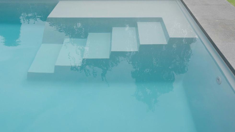 LPW Pool Treppe und Strandzone.jpg