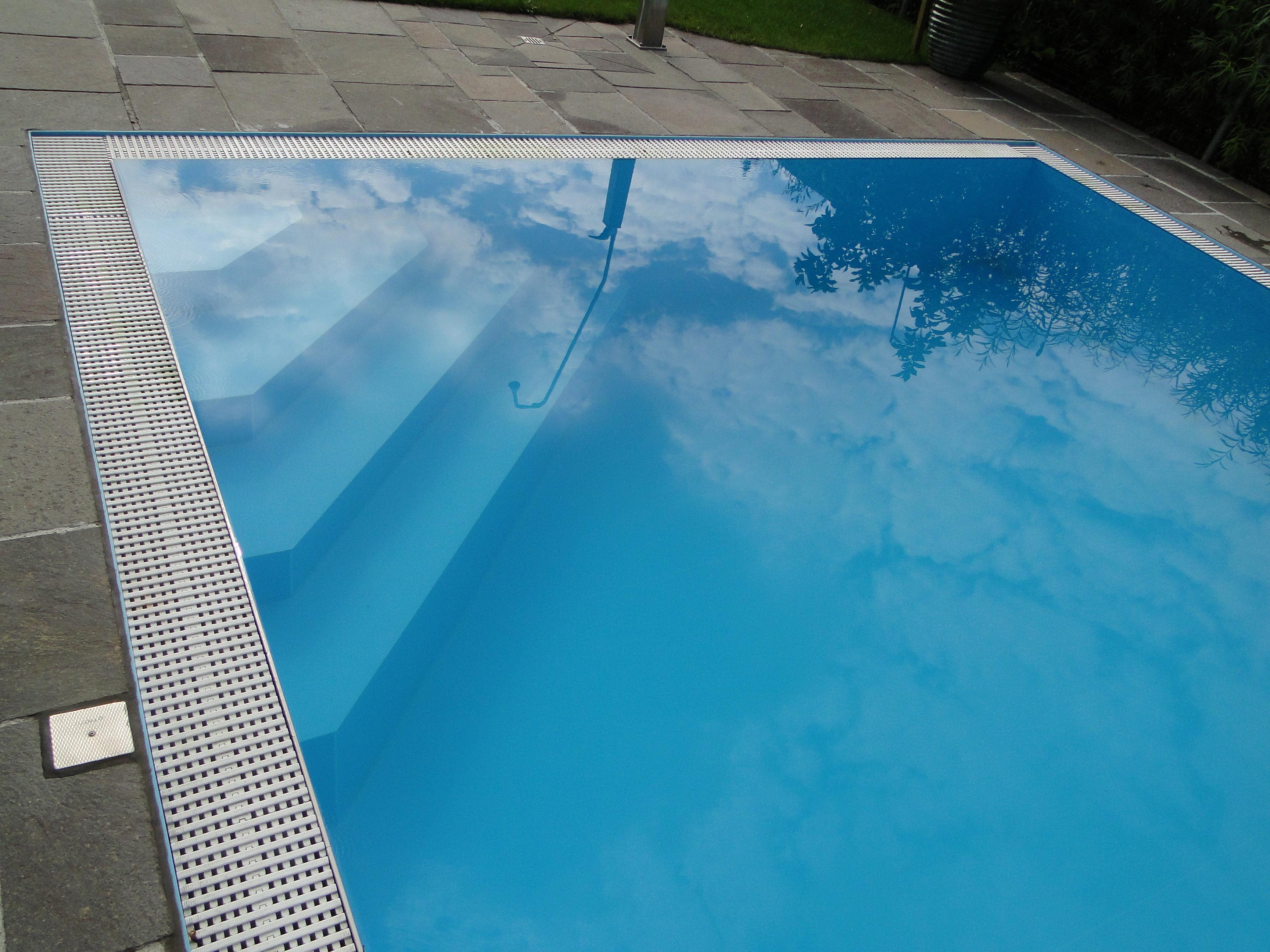 jetzt ein schwimmbad kaufen die gloria handels gmbh macht. Black Bedroom Furniture Sets. Home Design Ideas