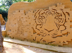 Sandskulptur_-_Tiger_und_Jäger