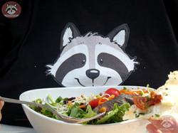 Wuschel isst Salat