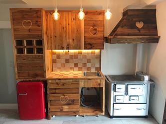 cucina su misura in legno vecchio.jpg