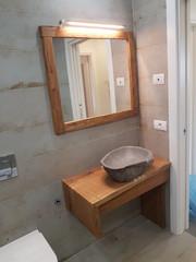 Mobile e cornice specchio in rovere.jpg