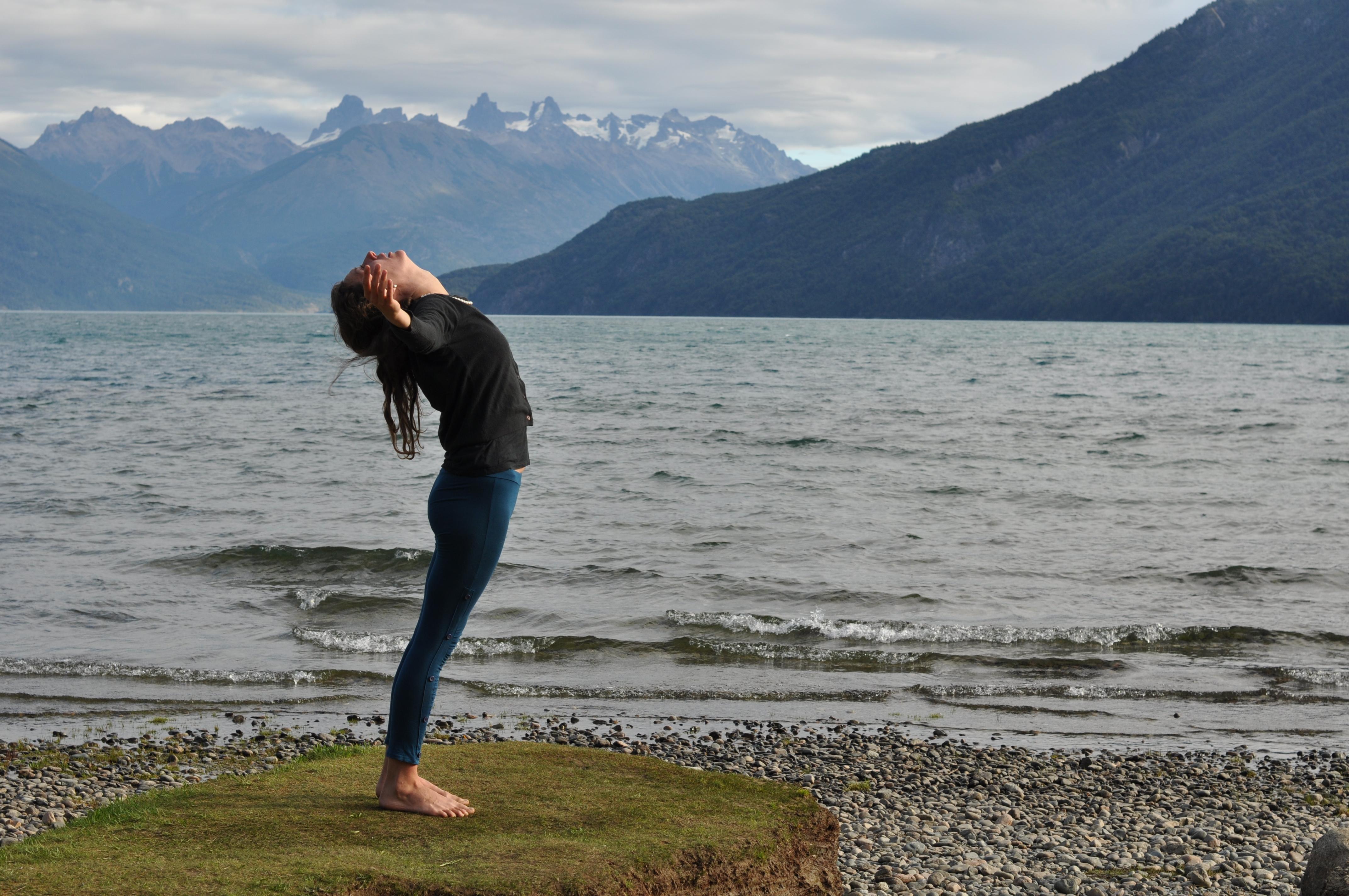 2012_03_13+Chloe++Yoga+Lago+Puelo+(10).JPG