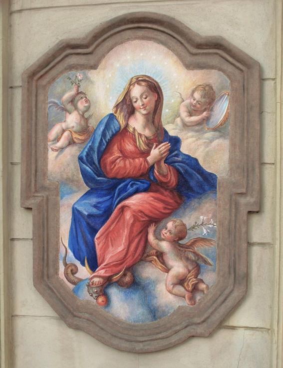 stav po osazení fresky na upravené zdivo do zrestaurovaného kartušového rámu